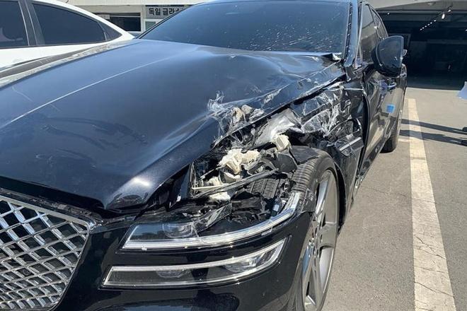 Hyundai Genesis G80 2021 gap nan ngay sau khi giao xe hinh anh 1 703883.jpg