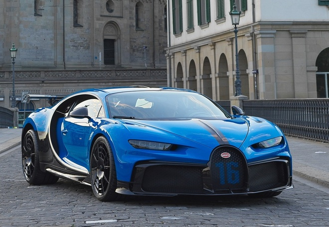 sieu xe Bugatti Chiron Pur Sport  xuat hien tai showroom anh 2