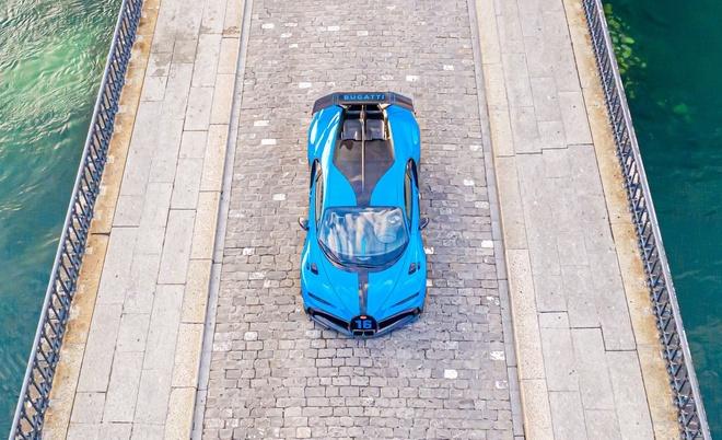 sieu xe Bugatti Chiron Pur Sport  xuat hien tai showroom anh 3