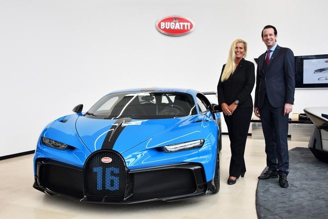 sieu xe Bugatti Chiron Pur Sport  xuat hien tai showroom anh 1