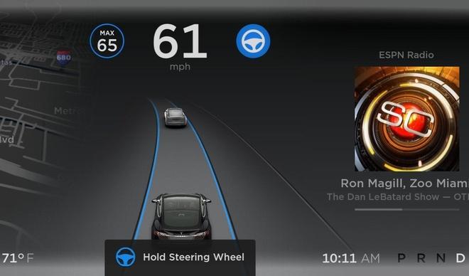 Elon Musk noi xe dien Tesla sap khong can tai xe anh 1