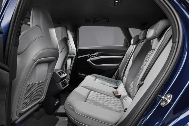 Audi ra phien ban e-tron Black Edition 2021 anh 7