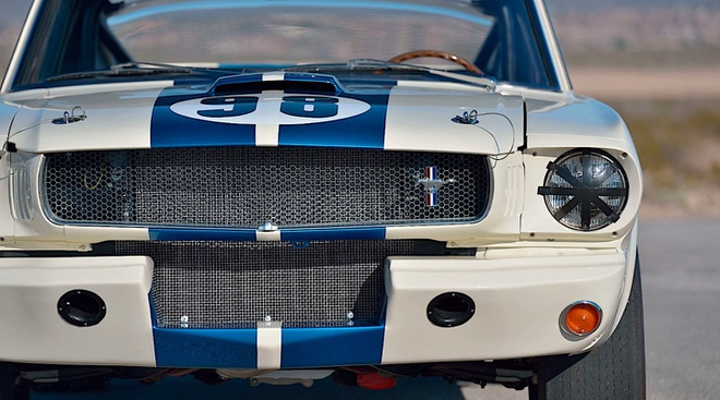Ford Mustang co ban dau gia 3, 85 trieu USD anh 3