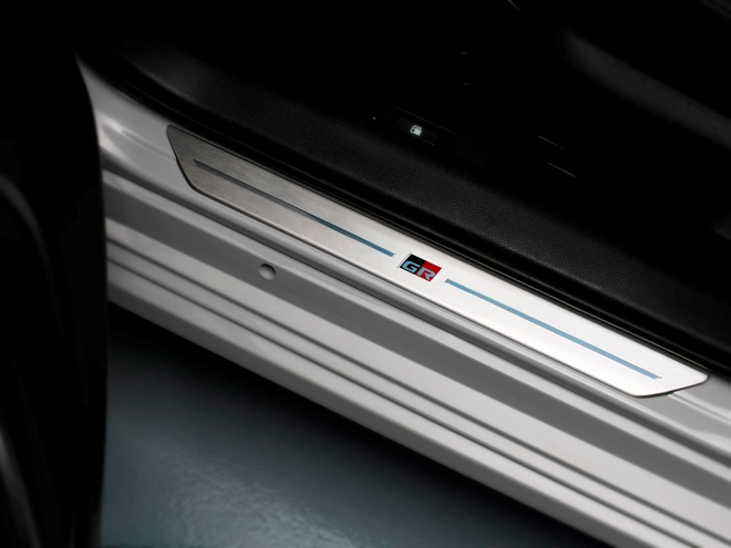 Toyota Corolla Sedan 2020 them goi trang bi the thao anh 9