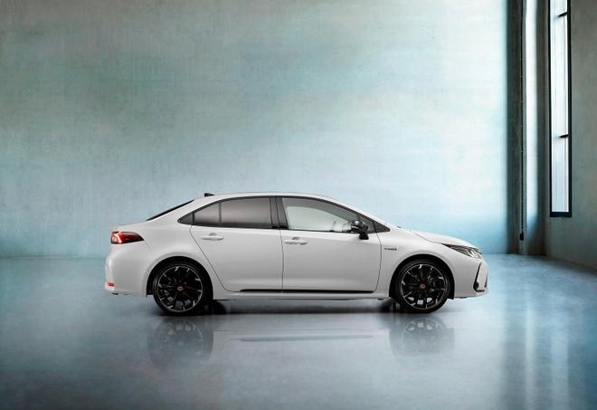 Toyota Corolla Sedan 2020 them goi trang bi the thao anh 11