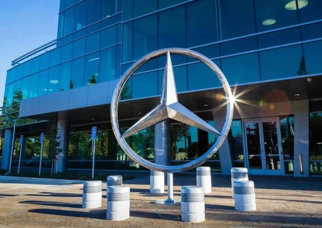 Daimler cat giam 10% nhan luc toan cau anh 2