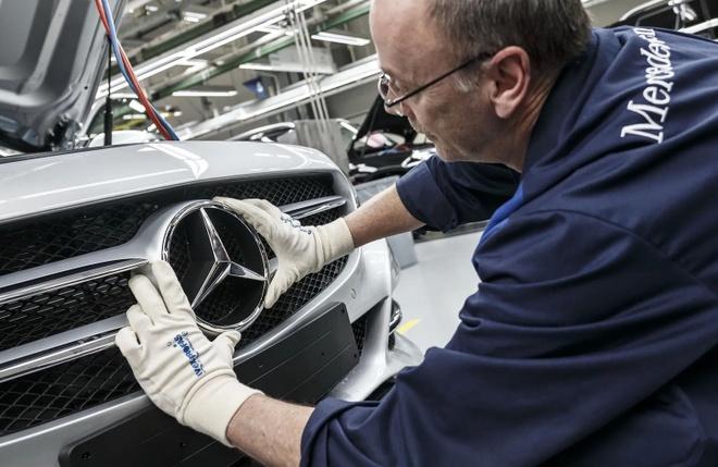 Daimler cat giam 10% nhan luc toan cau anh 1