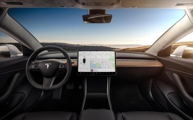 khach mua oto dien Tesla tu y hack xe anh 2