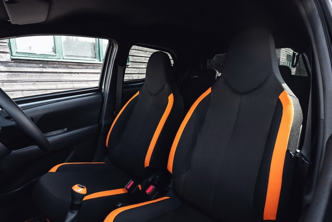 Toyota Aygo JBL Edition danh cho tin do am nhac anh 15