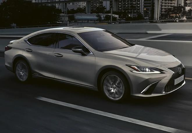 Lexus ra mat phien ban cao cap ES 300h Premium Edition anh 1