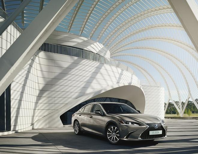 Lexus ra mat phien ban cao cap ES 300h Premium Edition anh 3