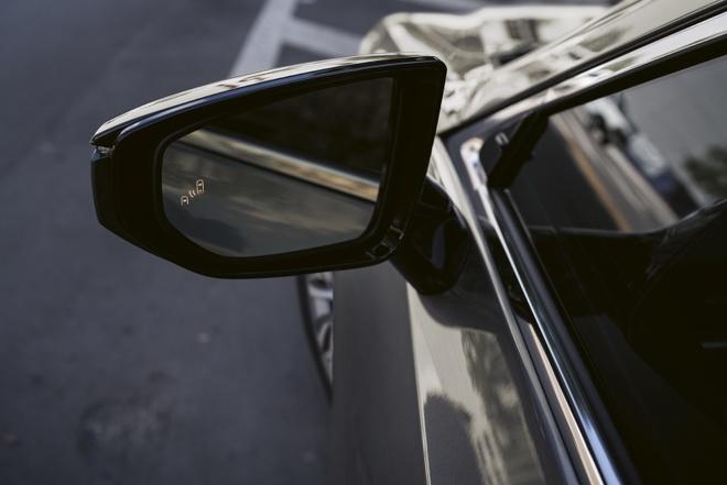 Lexus ra mat phien ban cao cap ES 300h Premium Edition anh 2