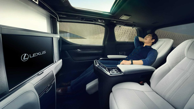 Lexus LM dat ngang Bentley Flying Spur anh 11