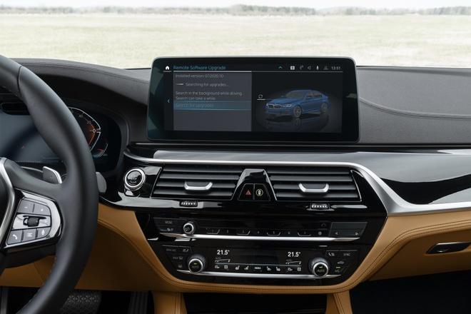 Giao diện nâng cấp hệ điều hành trên xe BMW.
