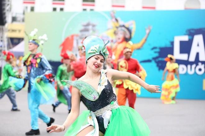Video - Gan 100 nghe si trong va ngoai nuoc tham gia carnival Ha Noi hinh anh