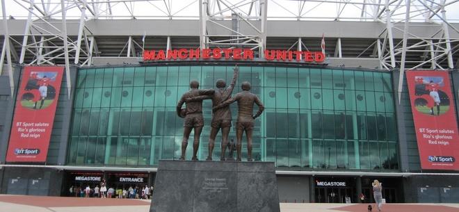 Gia tri Man Utd tang dot bien nho Man City hinh anh 1