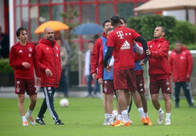 Sao Bayern danh nhau anh 8