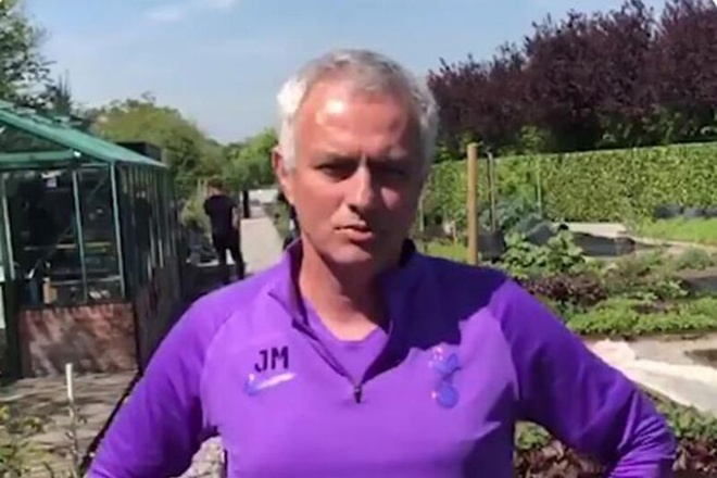Mourinho duoc ca ngoi khi lam shipper giao rau hinh anh 1 mou.jpg