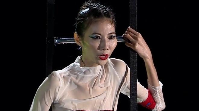 Next Top tap 8: Cao Ngan 'do co dang cap' tra thu Nam Trung hinh anh