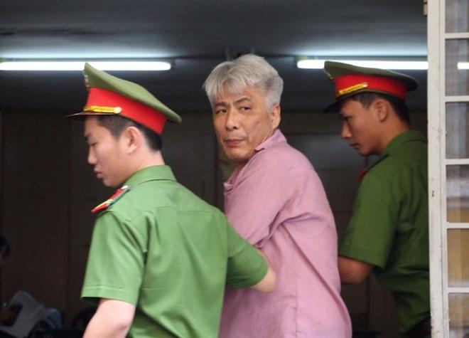 Doi no khong thanh, nguoi dan ong Han Quoc cuop tai san cua dong huong hinh anh