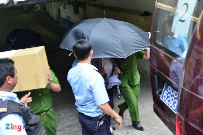 Bo Cong an kham xet Eximbank chi nhanh TP.HCM, bat 2 nguoi hinh anh 2