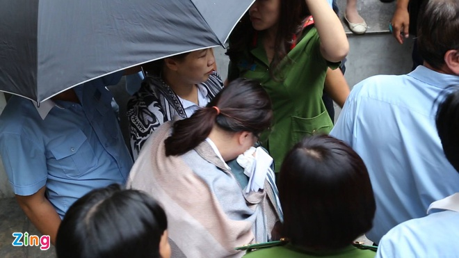 Bo Cong an kham xet Eximbank chi nhanh TP.HCM, bat 2 nguoi hinh anh 1
