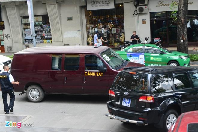 Bo Cong an kham xet Eximbank chi nhanh TP.HCM, bat 2 nguoi hinh anh 4