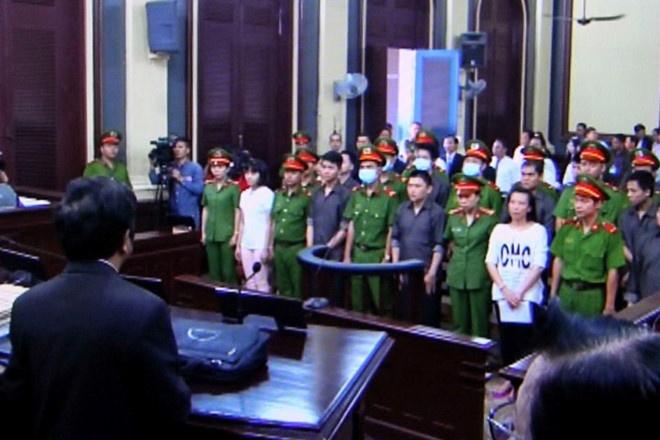 Xu phuc tham 14 bi cao vu khung bo san bay Tan Son Nhat hinh anh 1
