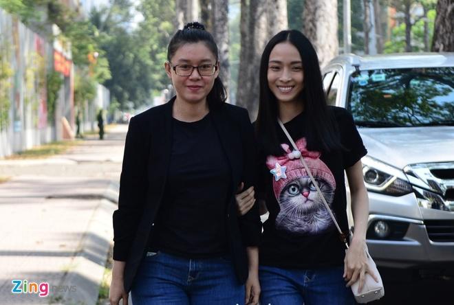 Hoa hau Phuong Nga: 'Tet nay, toi bat dau nghi ve con duong moi' hinh anh 1