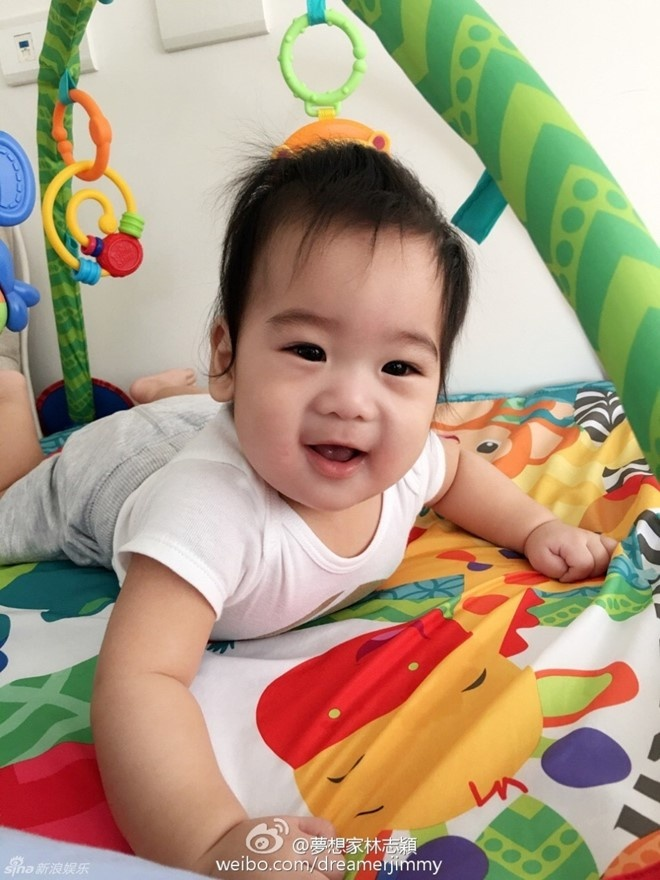 Lam Chi Dinh khoe anh mot minh cham 3 con trai hinh anh 6