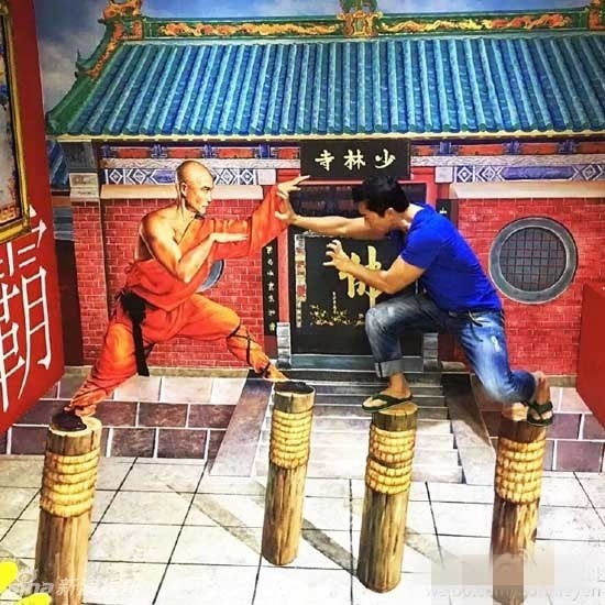 Chan Tu Dan dua vo con cung 50 nhan vien di nghi mat hinh anh 6