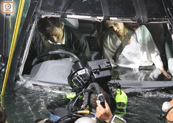 Hau truong canh quay xe lao xuong bien trong phim Hong Kong hinh anh 3