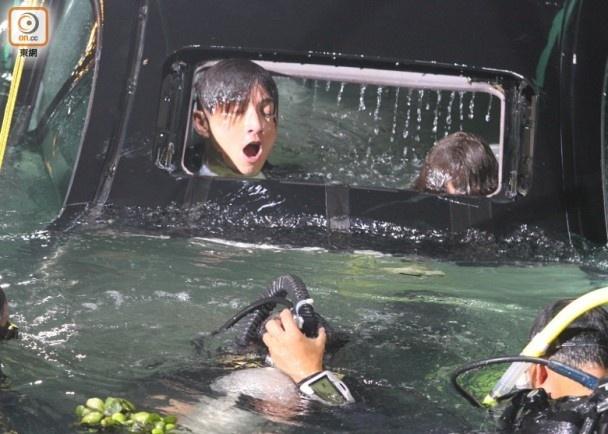 Hau truong canh quay xe lao xuong bien trong phim Hong Kong hinh anh 4