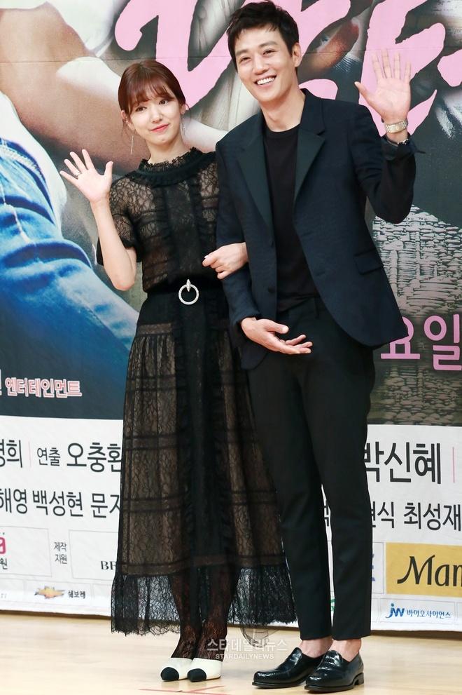 Kim Rae Won nguong vi phai noi loi sen voi Park Shin Hye hinh anh 1