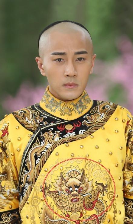 Trang phuc co trang Trung Quoc ngay cang phan cam hinh anh 1