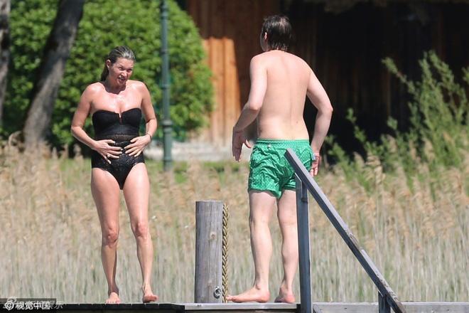 Kate Moss: Bieu tuong thoi trang da xap xe o tuoi 42 hinh anh 2