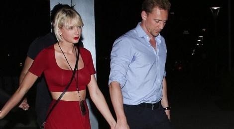 Taylor Swift nam chat tay 'Loki' khong roi hinh anh