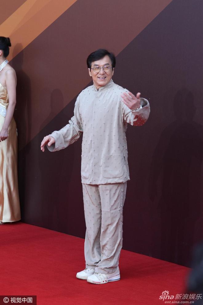 Dan sao Hoa ngu goi cam tren tham do Hoa Bieu hinh anh 9