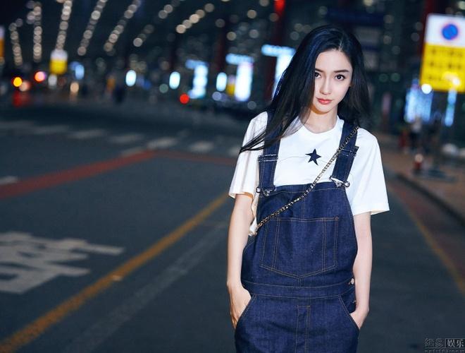 Angelababy va Huynh Hieu Minh tinh cam o san bay hinh anh 6