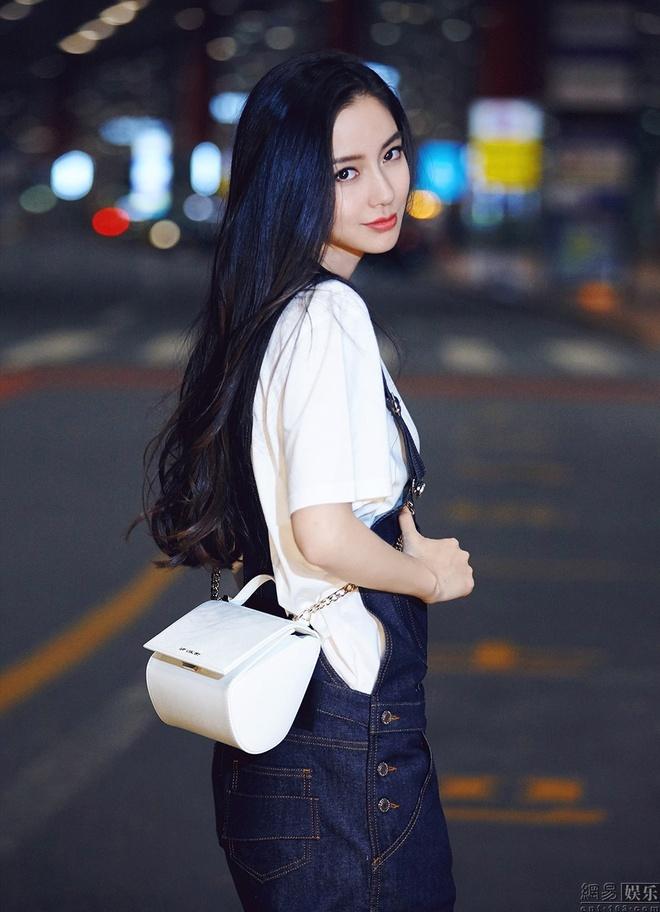 Angelababy va Huynh Hieu Minh tinh cam o san bay hinh anh 7