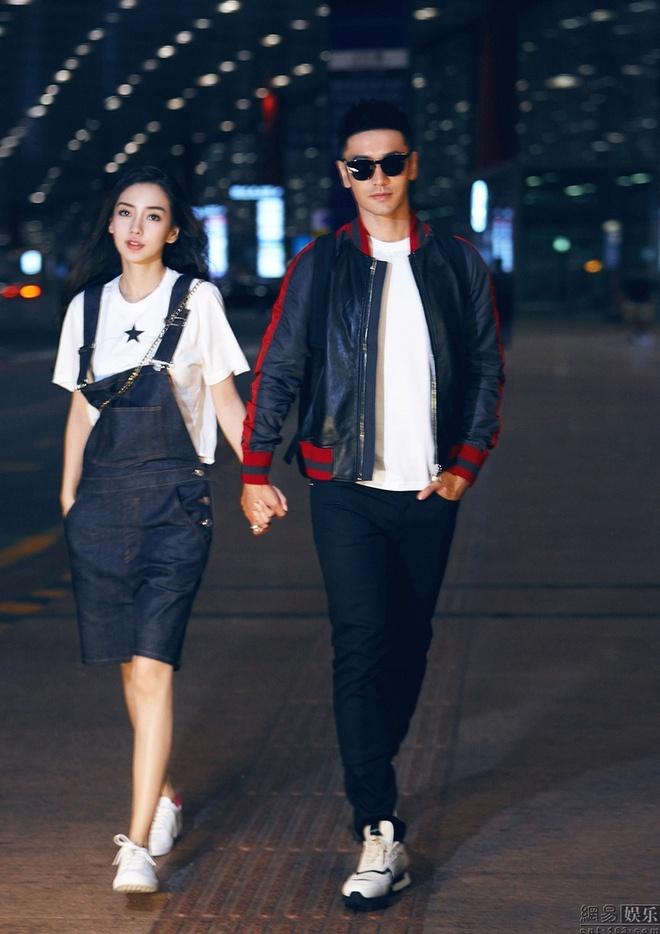 Angelababy va Huynh Hieu Minh tinh cam o san bay hinh anh 1