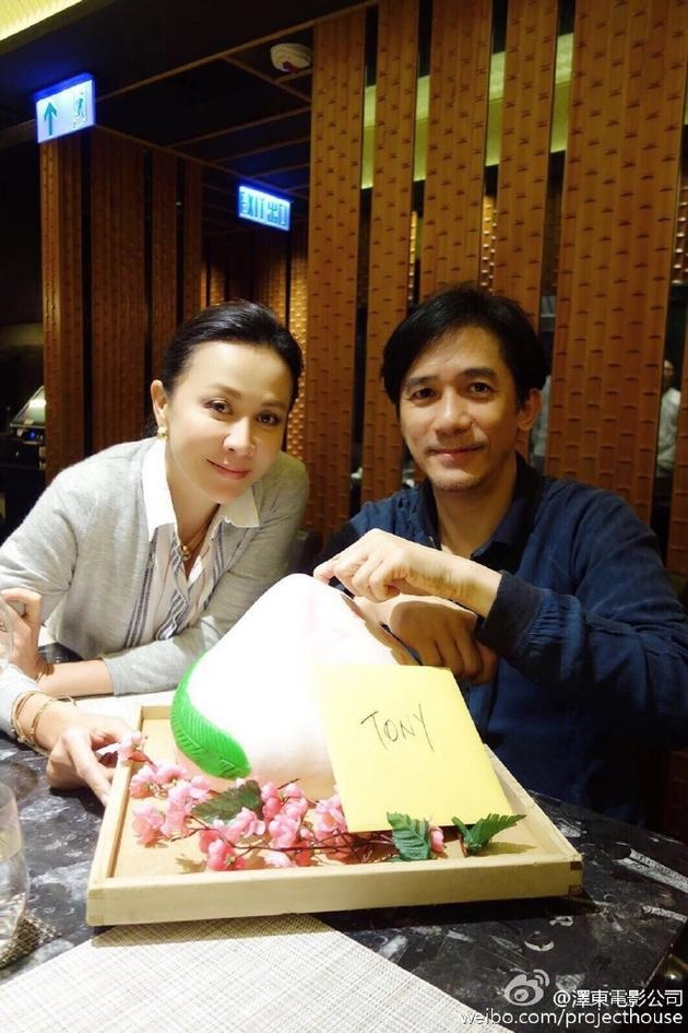 Luu Gia Linh va Luong Trieu Vy ben nhau sau tin ly than hinh anh 1