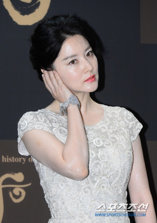 Lee Young Ae khoe ve quyen ru o tuoi 45 hinh anh 3