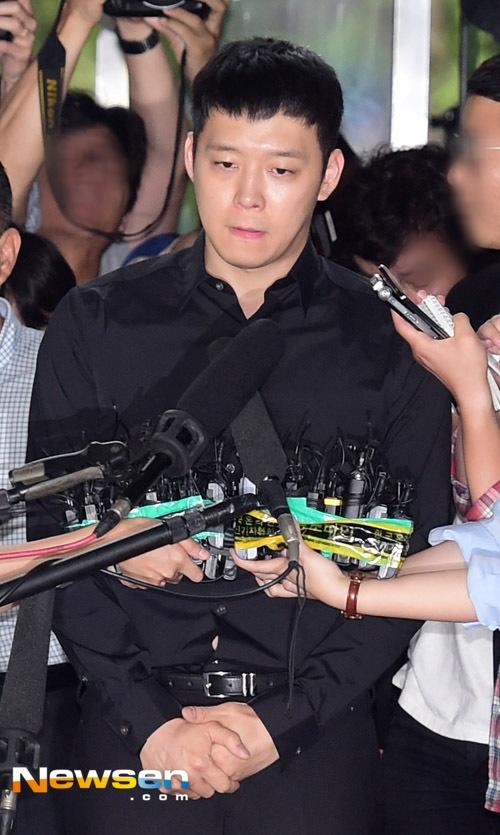 Park Yoochun da co mat tai so canh sat vi an hiep dam o bar hinh anh 1