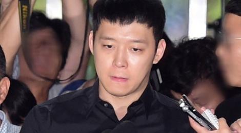 Park Yoochun da co mat tai so canh sat vi an hiep dam o bar hinh anh