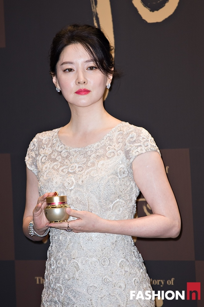 Lee Young Ae khoe ve quyen ru o tuoi 45 hinh anh 4