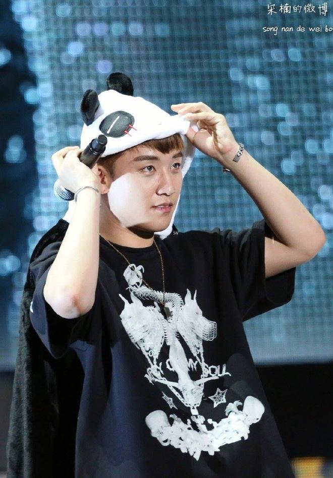 G-Dragon (Big Bang) hoa Hoang Phi Hong ngay tren san khau hinh anh 6