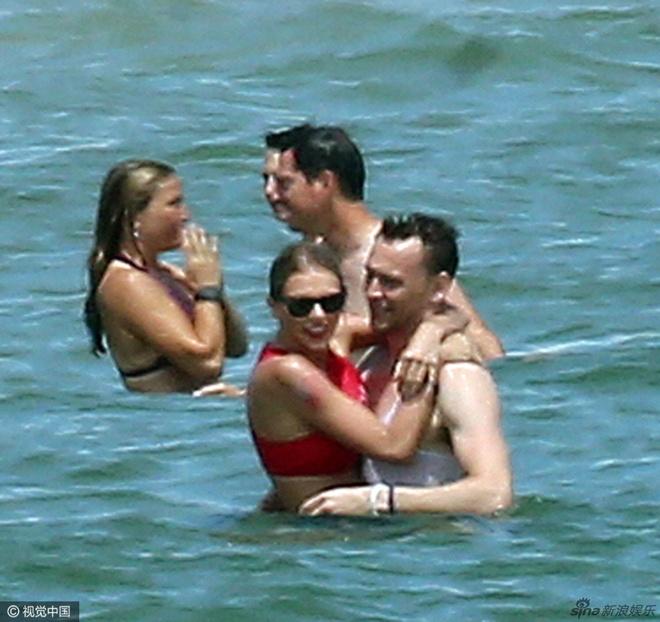 Taylor Swift va chang 'Loki' tinh cam tren bien hinh anh 3