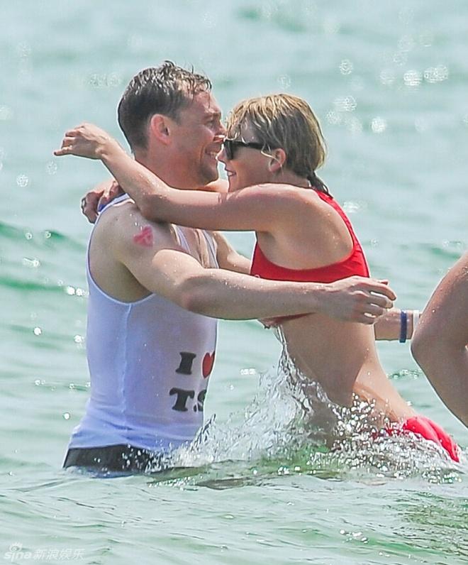 Taylor Swift va chang 'Loki' tinh cam tren bien hinh anh 1