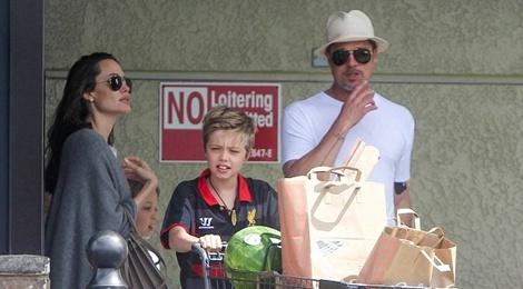 Angelina Jolie va Brad Pitt ben nhau giua tin don ly hon hinh anh